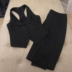Gently used vest skirt suit grey black size 0 2